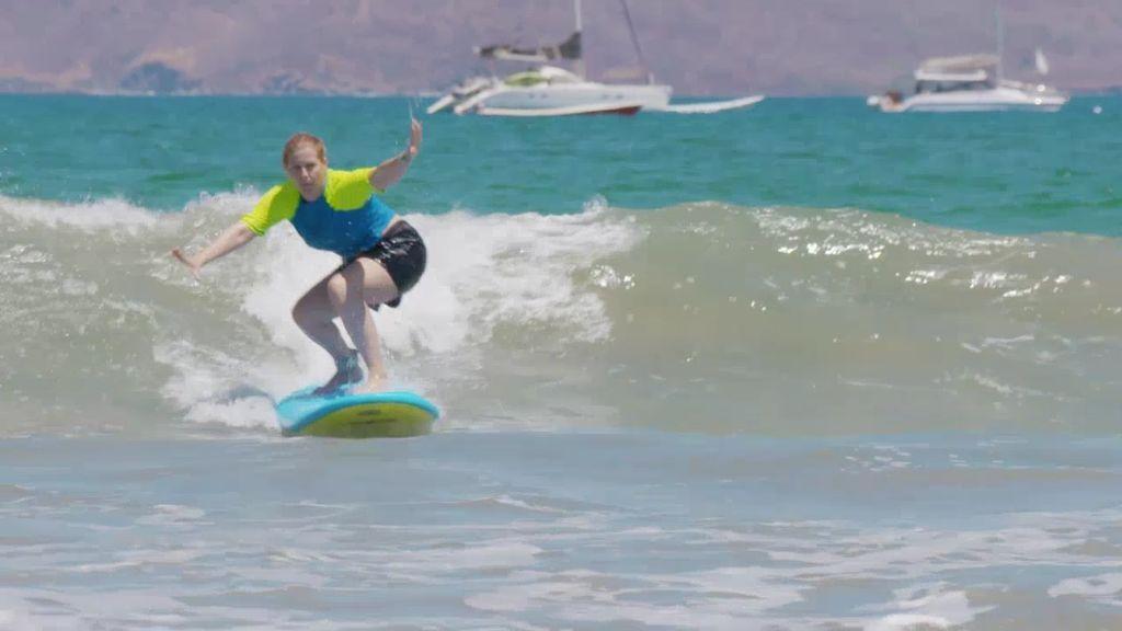 Playa Tamarindo es el lugar ideal para aprender a surfear