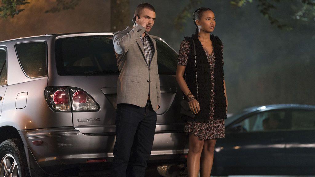 Ben y Maddie investigan las causas que ponen en peligro la vida de las sirenas, en 'Siren'