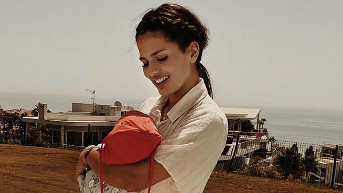 """La reflexión de Sara Sálamo sobre la maternidad en el primer mes de vida de su hijo Theo: """"Mi mejor experiencia"""""""