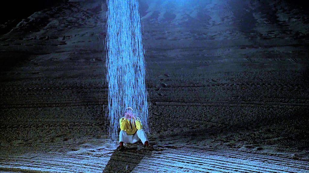 Como en 'El show de Truman': el vídeo en el que se ve cómo llueve solo en un lado de la calle