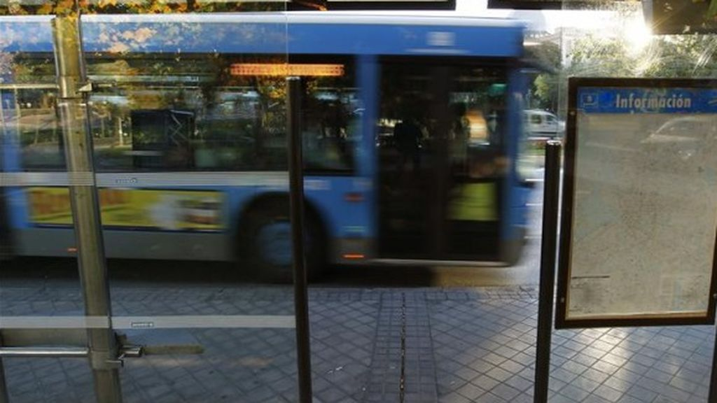 """""""No tenemos que dejarnos pisotear"""": la mujer negra agredida en un autobús de la EMT anima a denunciar"""
