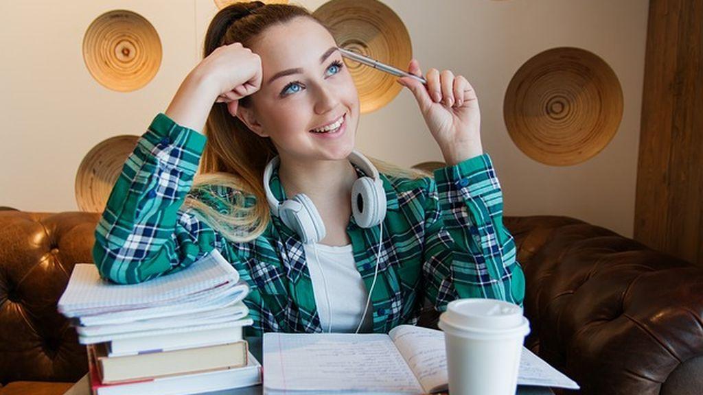 El truco para aprender y memorizar más rápido que no se enseña en los colegios