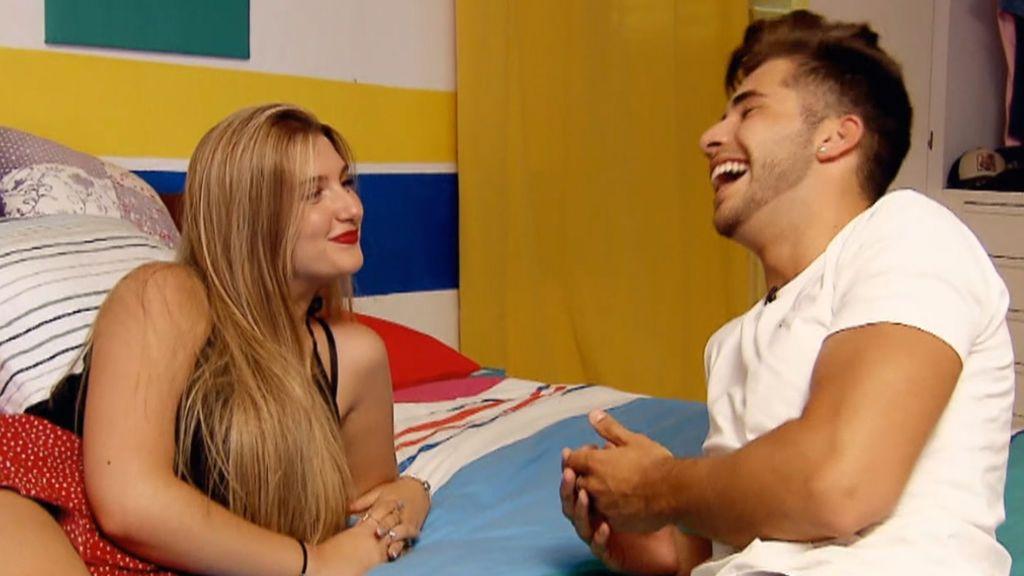 """María se declara """"fan"""" de Marco en una cita impagable"""