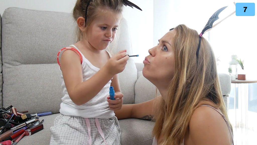 """Valeria, estilista por un día, maquilla a Yoli y elige su outfit: """"Voy a ir monísima"""" (2/2)"""