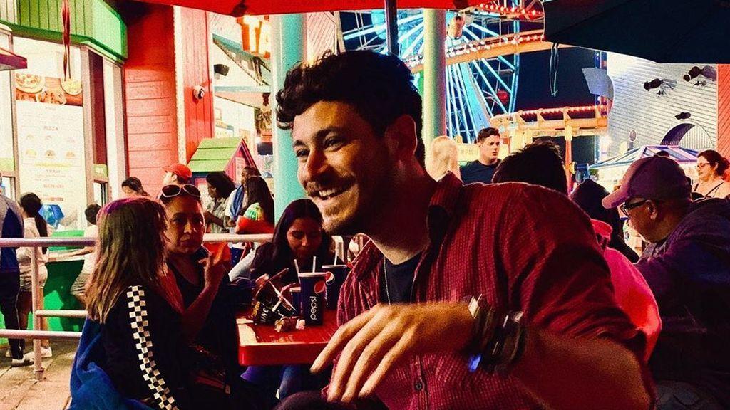 La canción 'Te quiero disparar' de Cepeda crea un divertido conflicto padres-profesora en una escuela