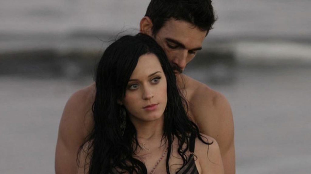 Katy Perry y Josh Kloss durante el rodaje del videoclip Teenage Dream