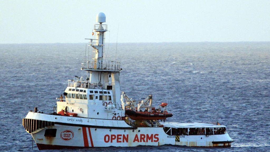 """El Open Arms no se fía """"mucho"""" de que España acoja a parte de los migrantes y espera desembarcar en Italia"""