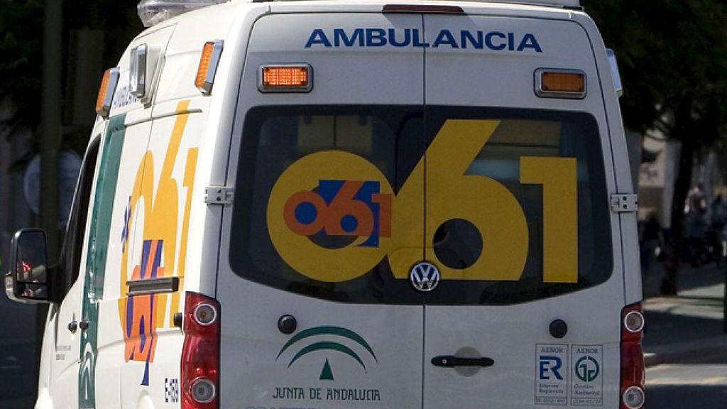 Un incendio en el centro de salud de Punta Umbría (Huelva) provoca que la atención se haga en ambulancias a sus puertas