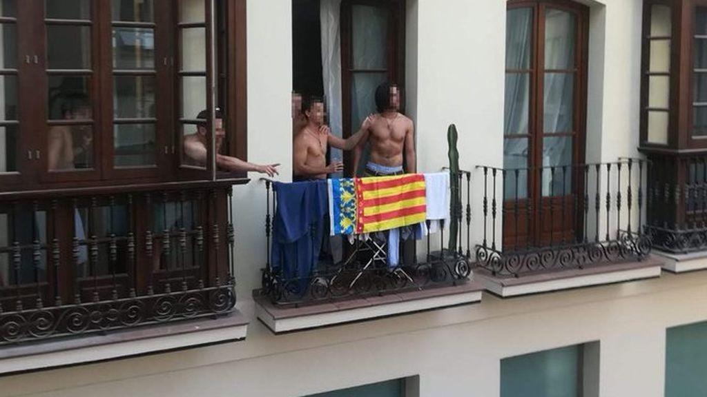 """""""¡Viva España cabrones!"""": se pelean a ladrillazos al confundir la senyera valenciana con la catalana"""