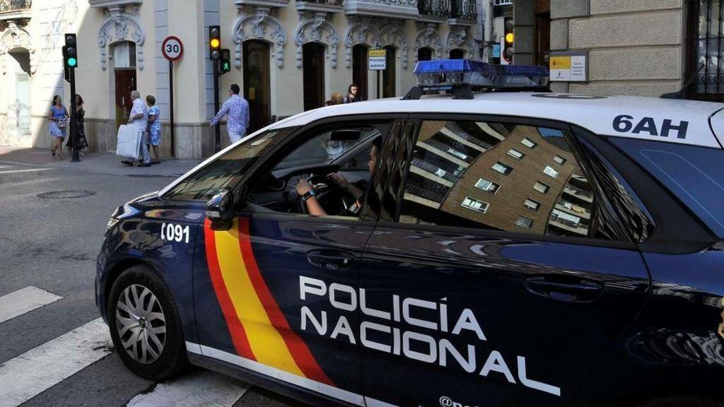 Hallada una mujer muerta con golpes en la cabeza y heridas de arma blanca en su domicilio de Madrid