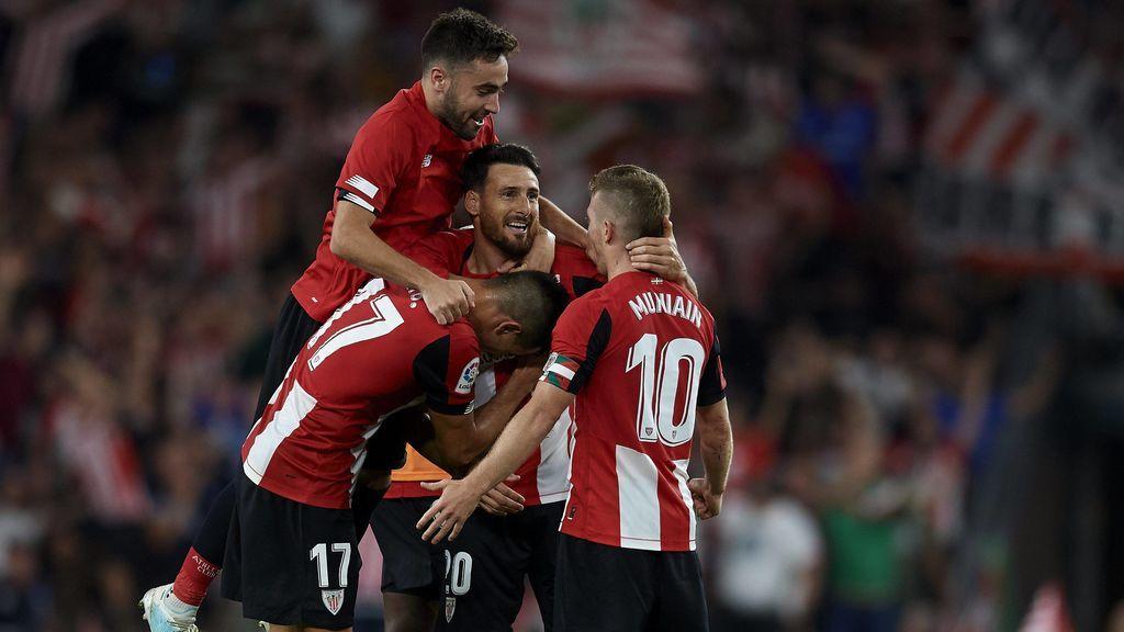 Un golazo de Aduriz en el minuto 89 da la victoria al Athletic ante el Barça para abrir la Liga