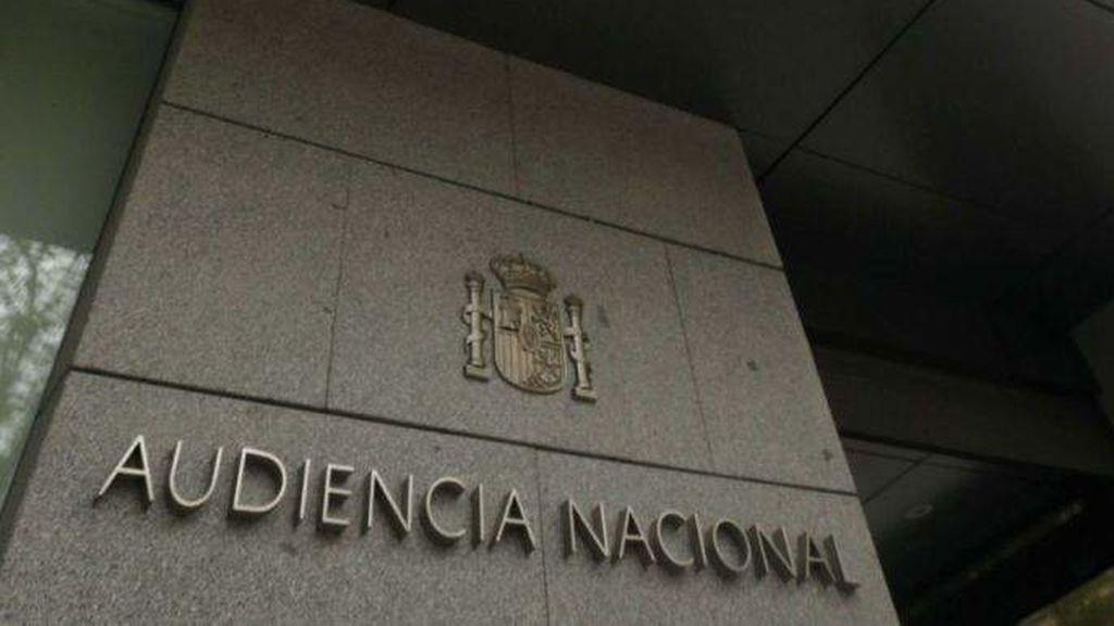 El juez ordena la retirada de fotografías de presos etarras de una de las casetas de la Semana Grande de Bilbao