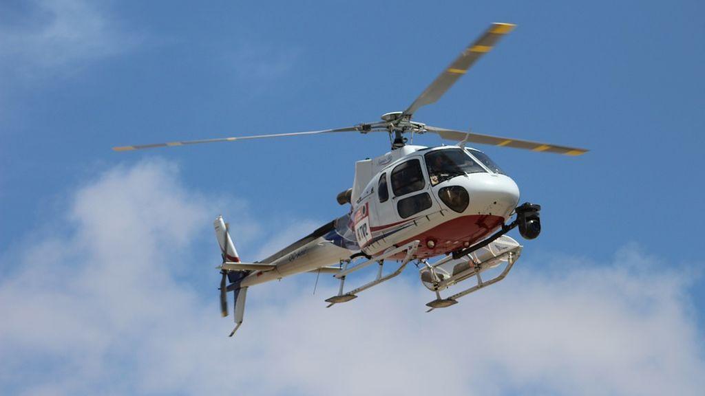 Una exmodelo demanda a un policía que la espiaba en helicóptero y descubre que era compañero de la infancia