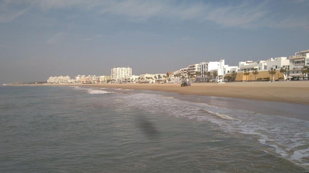 Fallece una bañista en la playa de La Costilla de Rota, Cádiz
