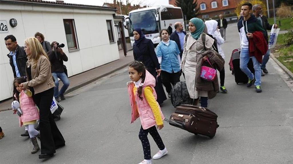 El ministro de Interior alemán se plantea deportar a los refugiados sirios que regresan de visita a su país