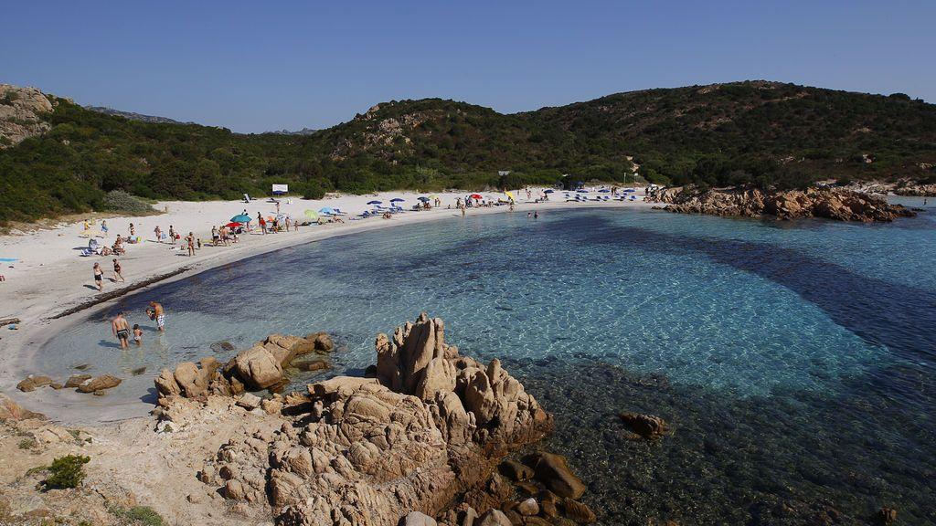 Una pareja se enfrenta a seis años de prisión por robar arena de una playa de Cerdeña