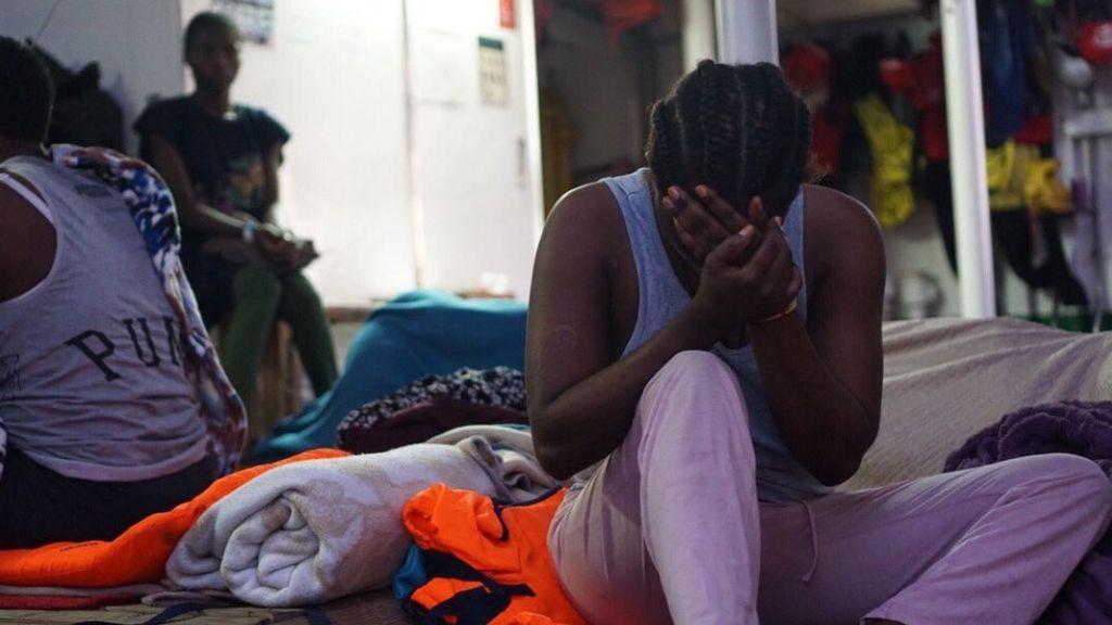 Open Arms propone desembarcar en Sicilia para enviar a los náufragos en avión a Madrid