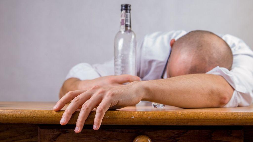Descubren una nueva mutación genética que contribuye al riesgo de adicción a alcohol y drogas
