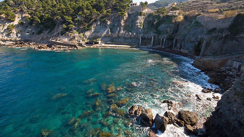 Un joven, herido grave tras lanzarse al mar desde 15 metros en Cala Banyalbufar (Mallorca)