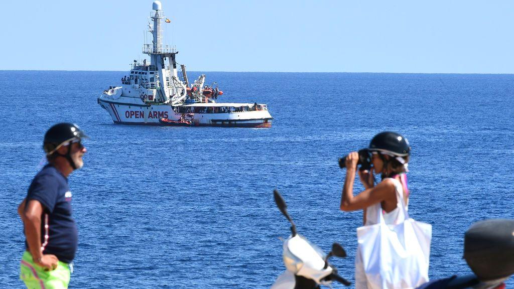 El Open Arms señala a la UE y a Salvini como responsables de lo que le ocurra a los 107 migrantes que lleva a bordo