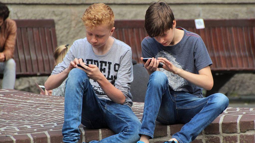 El 74% de los padres españoles se muestran preocupados por la seguridad de sus hijos cuando usan el móvil