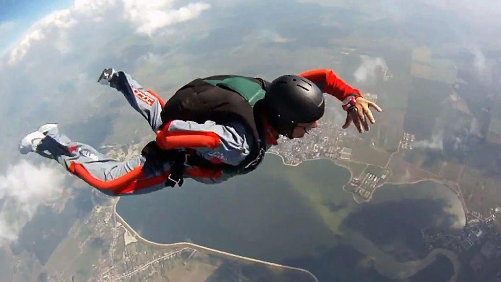 No se le abre el paracaídas y sobrevive a una caída desde 1.500 metros con la ayuda de un árbol