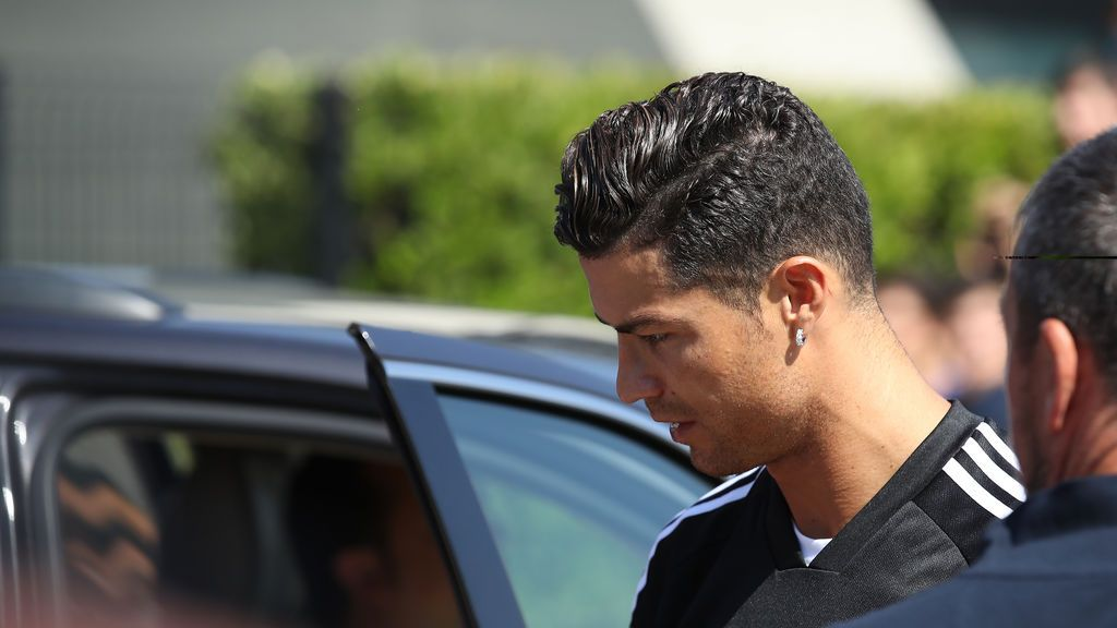EuropaPress_2268186_13_July_2019_Italy_Turin_Juventus_Cristiano_Ronaldo_leaves_the_team's_medical_center_before_a_training_session_Photo_Jonathan_Moscrop_CSM_via_ZUMA_Wire_dpa_ONLY_FOR_USE_IN_SPAIN