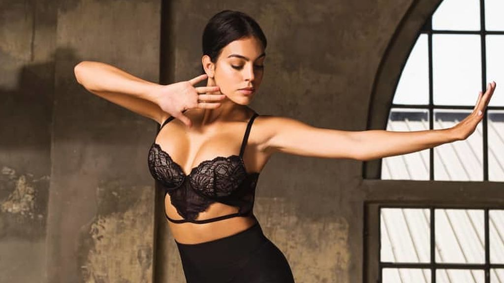 Georgina, te hemos pillado: los trucos que utiliza la modelo en sus estudiados posados de Instagram