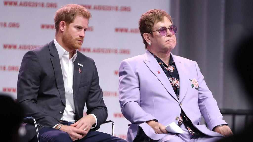 Elton John sale en defensa de Harry y Meghan tras las críticas por sus vacaciones privadas