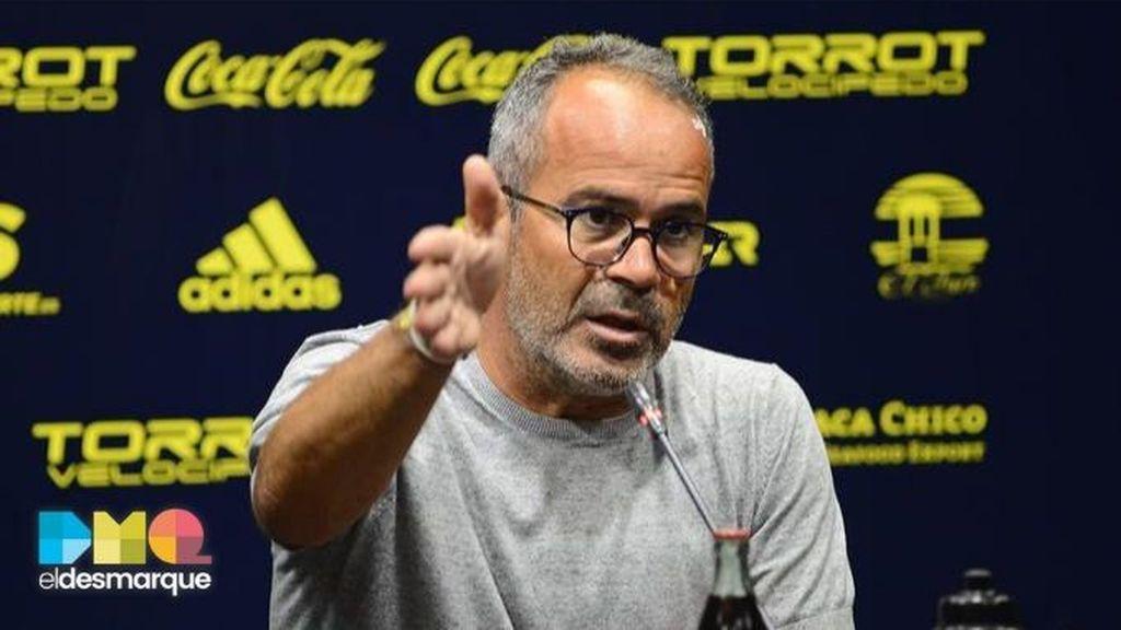 Un aficionado del Cádiz quiere tatuarse la cara de Álvaro Cervera y el entrenador le reta