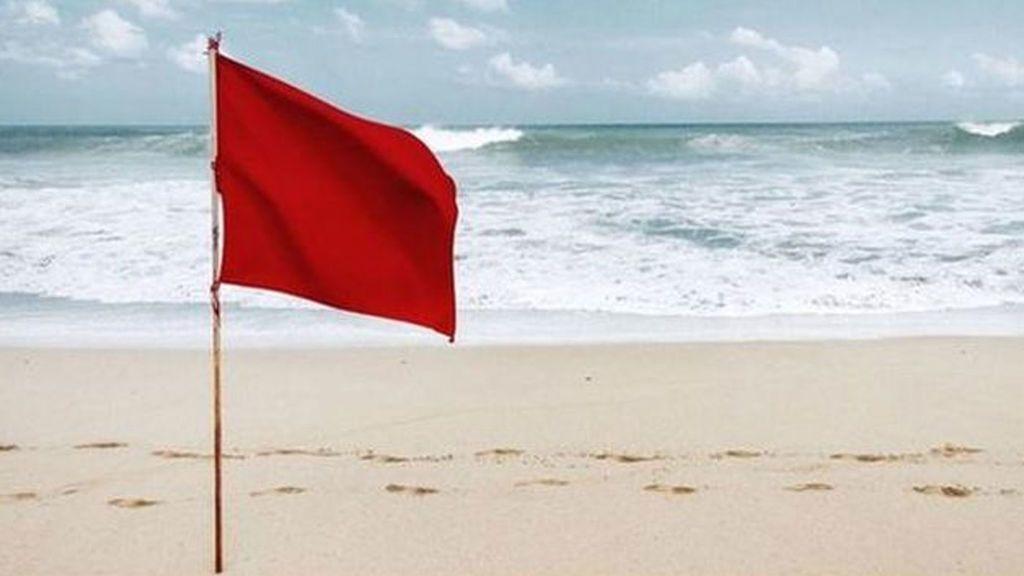 Cerradas todas las playas en Valencia por culpa del fuerte viento
