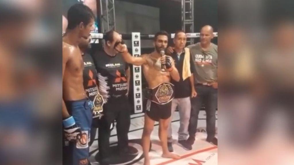 Un luchador de la MMA le regala el dinero del premio a su contrincante tras el combate