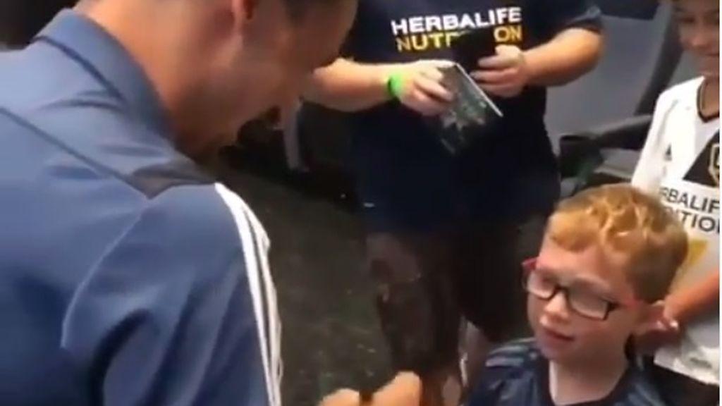 """El """"troleo"""" de un niño pequeño a Zlatan Ibrahimovic: """"¿Me conoces?"""""""