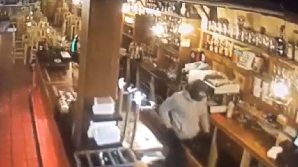 Un hombre asalta un restaurante en Tenerife con una catana