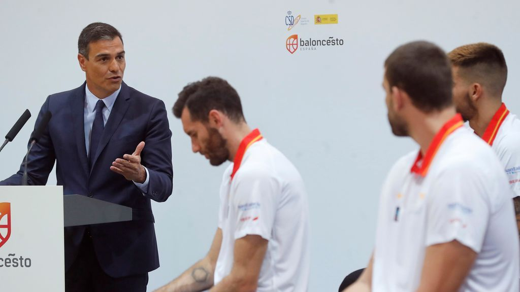 Pedro Sánchez despide a la Selección de Baloncesto que pone rumbo al Mundial