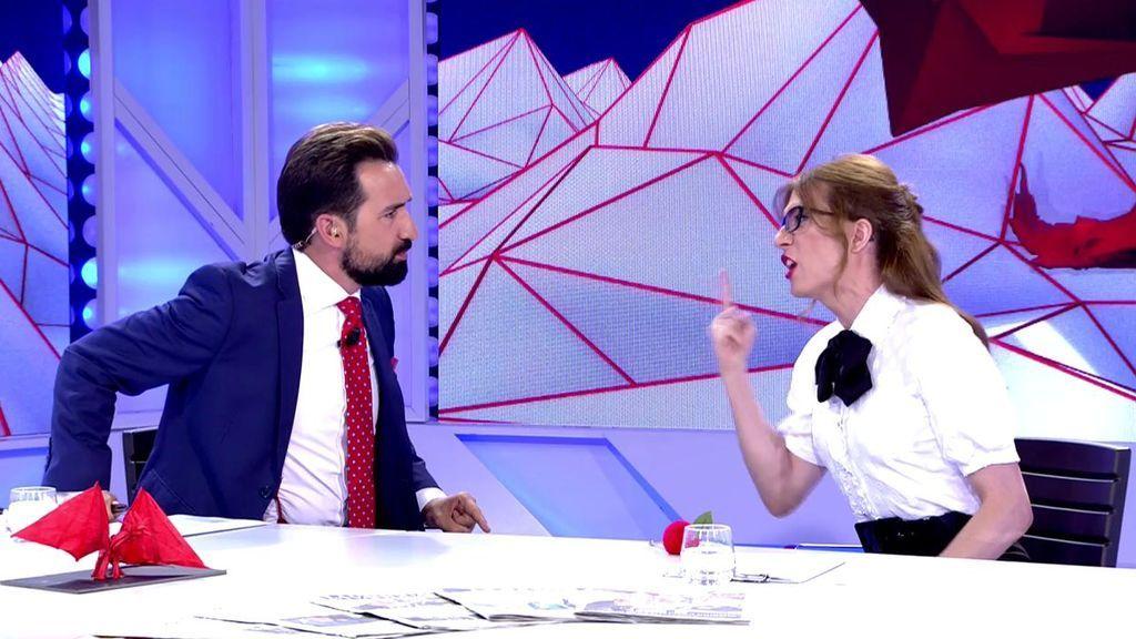 """Elsa Ruiz le da donde más le duele a Miguel Lago: """"A Casado le queda mejor la barba que a ti"""""""
