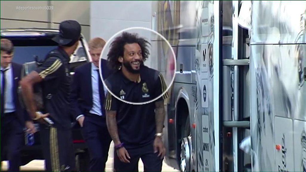 Marcelo y Militao no pueden contener la risa con el look de Sergio Ramos en su llegada al Bernabéu