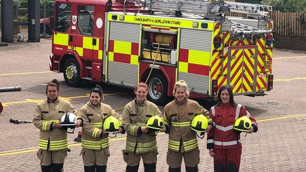 Los bomberos del mundo se unen por una niña: Molly, la pequeña de 4 años que suena con apagar incendios