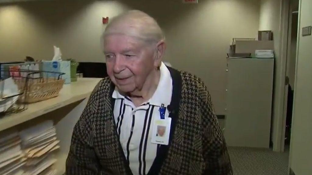 Un estadounidense de 95 años conduce más de 110 kilómetros para acudir cada día al trabajo