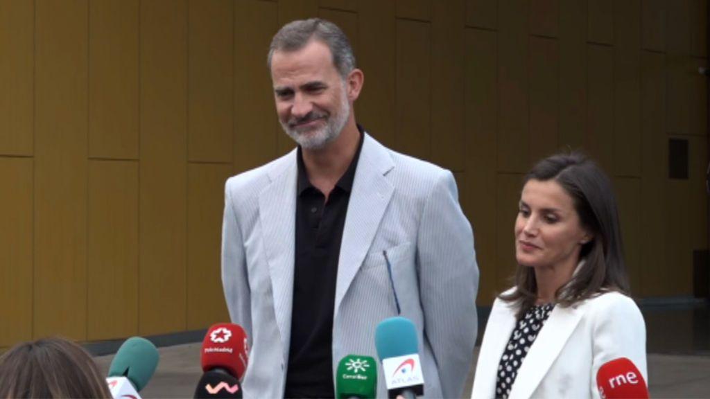 """Los reyes hablan de la evolución del rey Juan Carlos tras su visita: """"Le he visto muy valiente"""""""