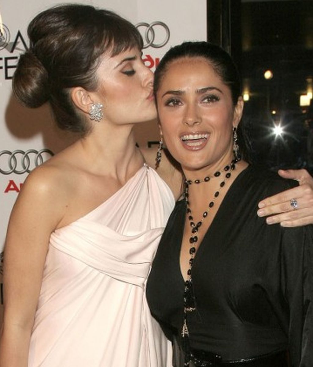 Penelope-Cruz-and-Salma-Hayek-650x425