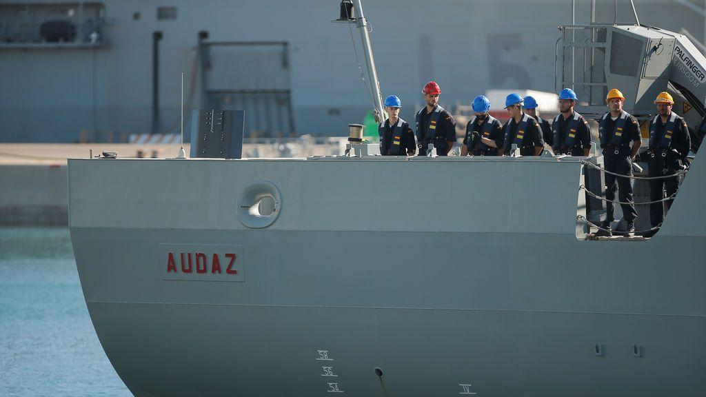 """Los 15 migrantes del Open Arms ya están a bordo del Audaz, que está """"a punto"""" de zarpar hacia España"""