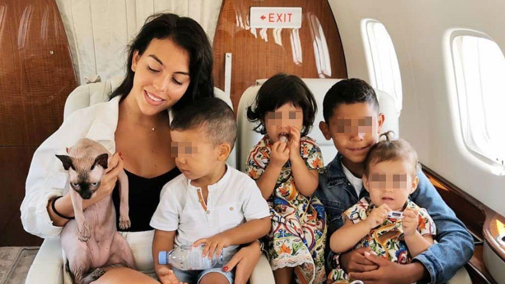 """Georgina Rodríguez muestra la travesura de sus hijas cuando no está Cristiano en casa: """"Perdónanos"""""""