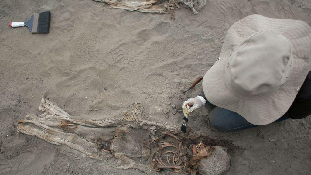 Hallan los restos de 227 niños sacrificados en rituales precolombinos en Perú