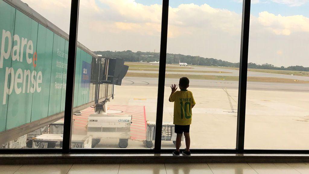 Los menores de 18 años que viajen solos al extranjero deberán llevar desde el domingo un permiso de sus padres