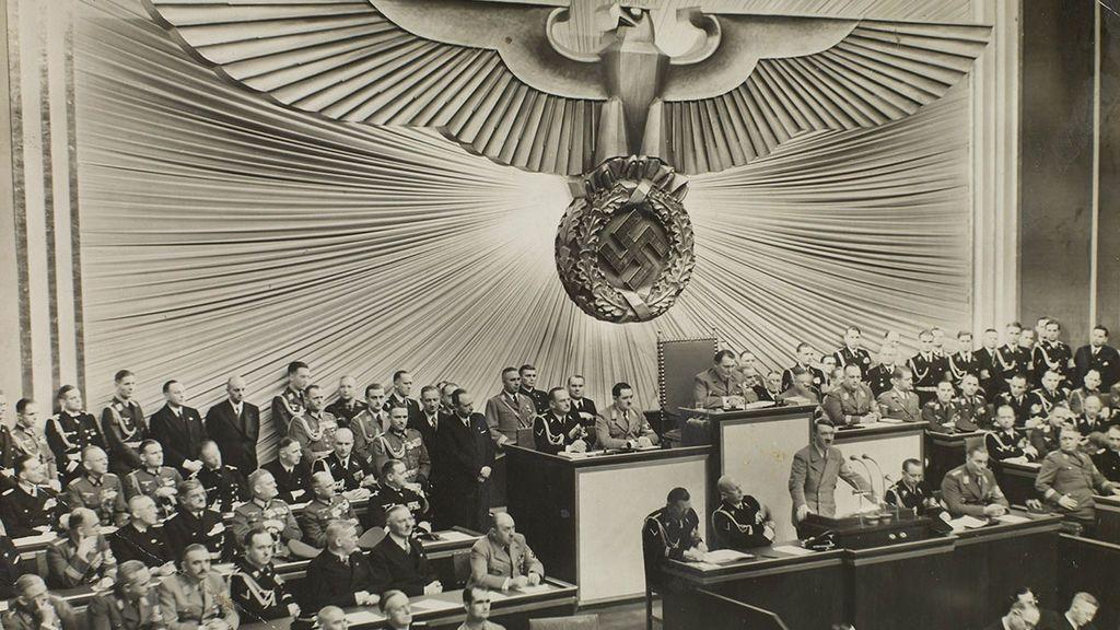 HitlerReichstag