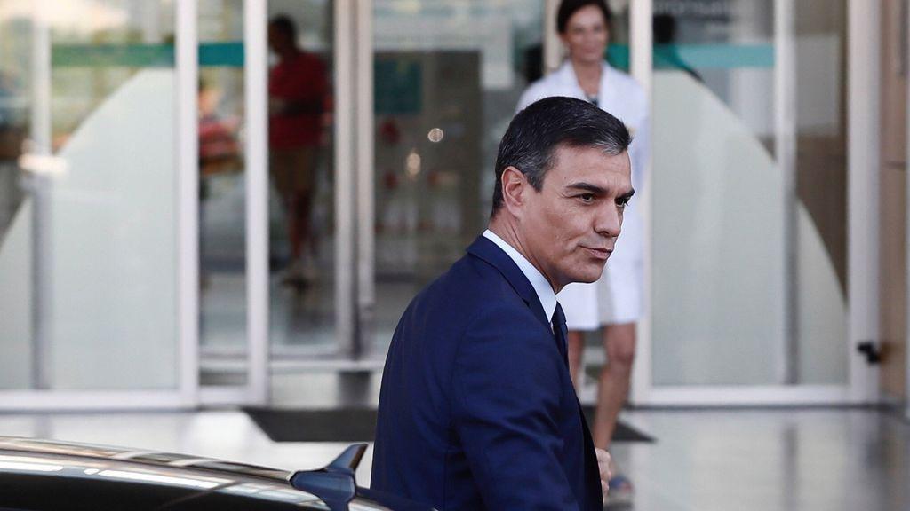 Pedro Sánchez visita a Don Juan Carlos en el hospital