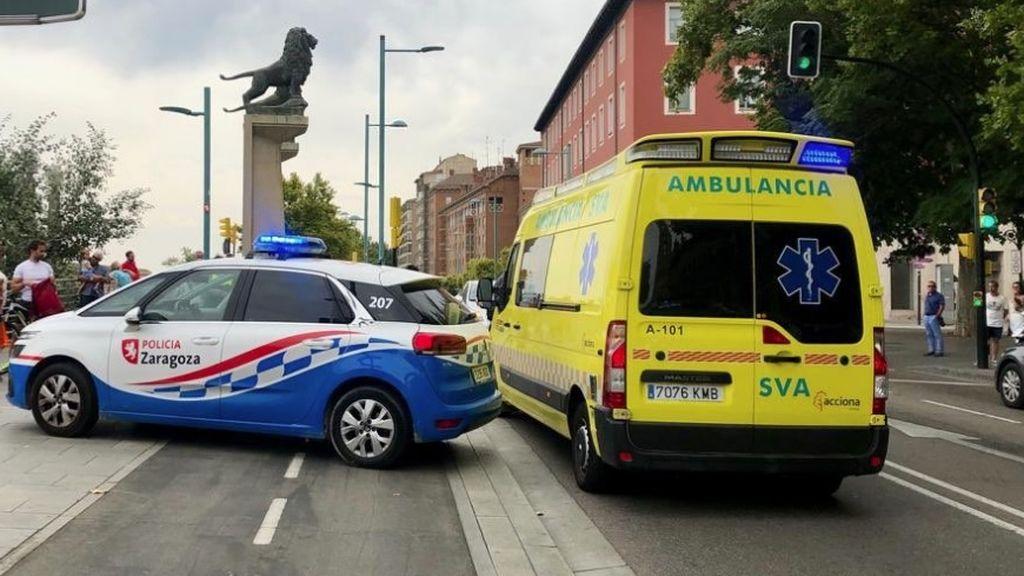 Un joven de 23 años agrede a una mujer en la calle en Zaragoza y le provoca una fractura en la pierna