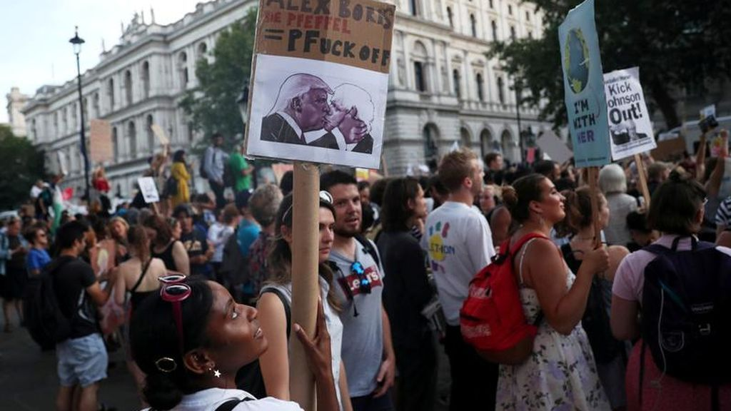 Cientos de miles de británicos inician la manifestación contra la disolución del Parlamento antes del Brexit