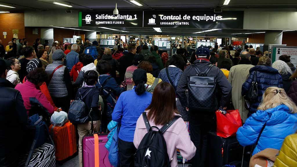 Continúan las huelgas en Ryanair, Iberia y Renfe durante la 'operación retorno'